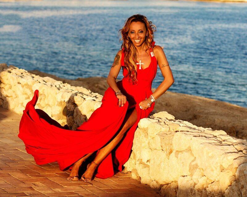 Martedì 22 dicembre esce Scugnizza Africana, singolo d'esordio della vocalist Sabrina di Monda
